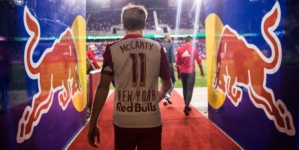 Chicago Fire tira capitão Dax McCarty do New York Red Bulls